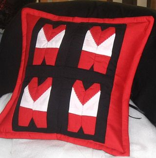 Swans_cushion