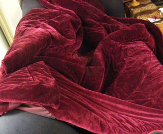 Burgundy_throw